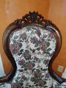 Beautiful Antique Chaise Lounge London Ontario image 3