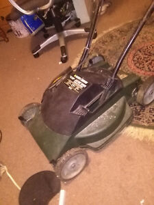 BLACK  AND DECKER  3.5 ELECTRIC  LAWN MOWER  WORKS  GREAT  'SOLD