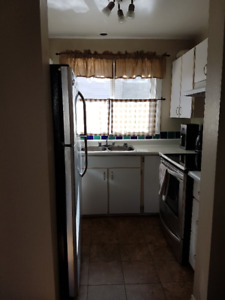 3 bdrm 1.5 bath 1undergrndparking stall fullyfurnished Thickwood