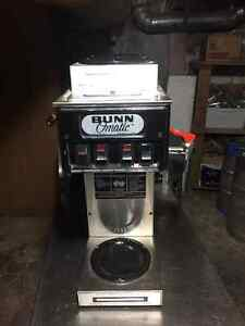 bunn coffee makers water line hookup This automatic model uses a standard water line hookup brews a full batch of coffee at the touch of a button brews directly into airpots ranging from 19 to 3 liters.