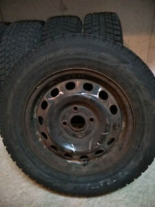 4 pneus hiver bon état Toyo