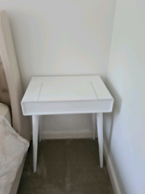 White Slim storage dressing table