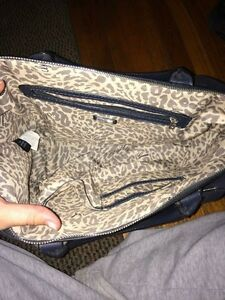 Guess Purse - great condition London Ontario image 2