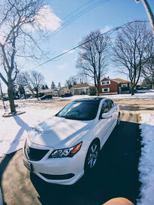 2013 Acura ILX Dynamic Sedan with Aerokit Package *SAFETIED*