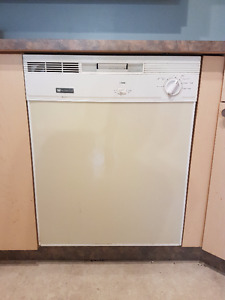 Westinghouse Dishwasher - Clean - Works well