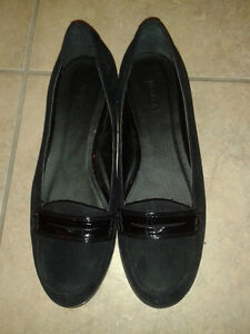 Mint condition Women's Nevada black shoes London Ontario image 1
