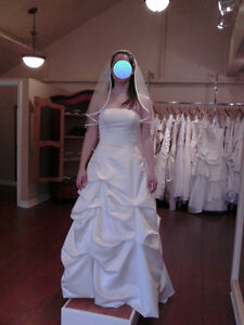 Alfred Angelo size 10 wedding gown w/ veil - never worn!