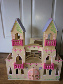 Kidkraft Wooden Princess Castle / doll house