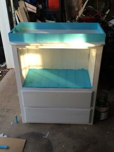 Changing table/nursery table