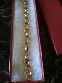 12mm luxury heavy belcher bracelet 8inches. Diamond cut and plain hoop