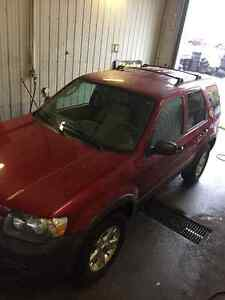 2005 Ford Escape 4WD SAFETY & E-TESTED CLEAN