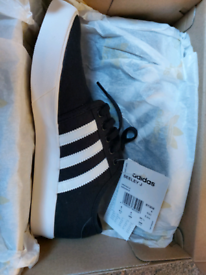 Adidas seeley canvas trainers