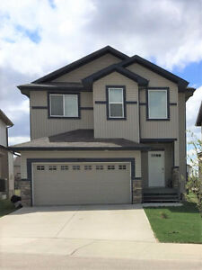 Large 4 Bdrs/AC/Lake view house for rent in Edmonton SE July 1st