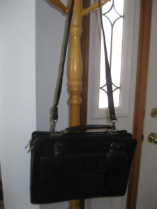 FOR SALE: Brand new black genuine leather purse from Italy