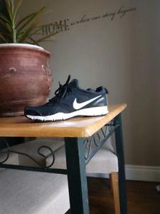 Nike sneakers size 9 like new