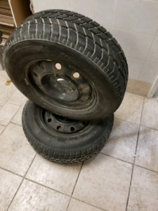 2 Dunlop winter tires with rims