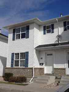 Immaculate Lakewood Townhouse For Sale