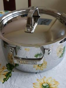 Henckels 5.7L pot
