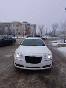 2011 chrysler 300C AWD LIMITED- DON'T MISS THIS CAR