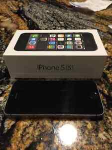 iPhone 5s 16GB + cases London Ontario image 3