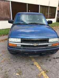 "2003 Chevrolet S-10 Pickup ""Prix Reduit"""