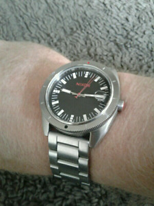 Like new men's Nixon Rover SS 2 watch w/ box and extra link.