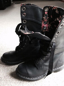 Dr Martens Boots Brand new Size 10