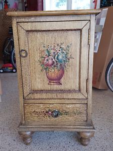 Petite armoire antique
