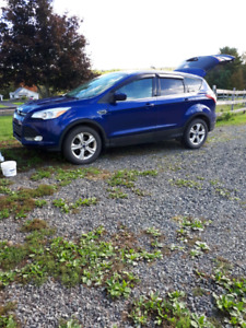 2014 Escape SE 4WD  New Engine
