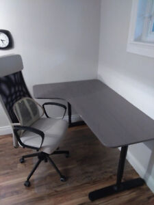 CONTENTS MOVING SALE - OFFICE DESK & CHAIR