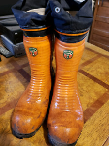 Mens Size 9 Chainsaw Boots