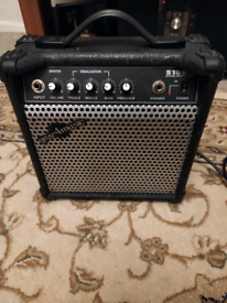 Gear4music s15b 15 watt electric bass amp
