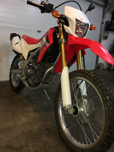 2015 HONDA CRF 250L STREET AND TRAIL-VERY LOW KMS