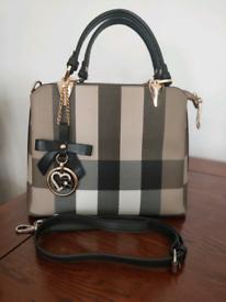 Elegant looking handbag beige-brown