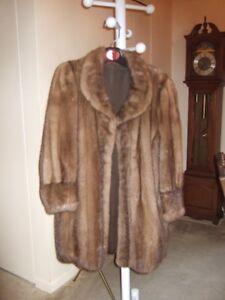 Manteau de vison brun demi buff