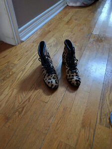 DONALD PLINER ANIMAL PRINT LEATHER BOOTS