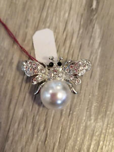 Brand New Cubic zirconia And Pearl Bumblebee Pin/Brooch