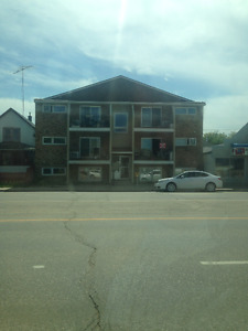 1 Bedroom ideal location steps from downtown
