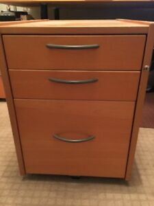 DRAWER UNIT ON CASTERS