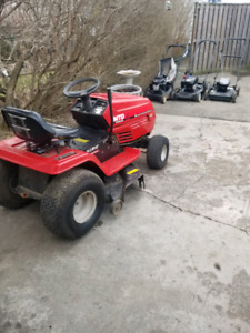 Lawn tractor. With battery
