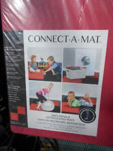 4 interlocking foam tiles Connect-A-Mat 2 red, 2 black
