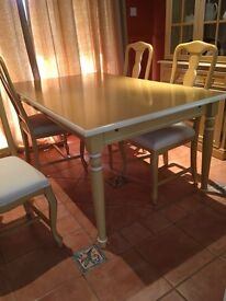 Villeroy & boch dinning table and 4 chairs