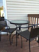 Table et chaises exterieur