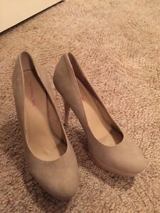 Material Girl Pumps Size 9
