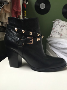 Brand New Guess Black booties