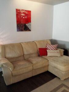 Chaise fauteuil dans lanaudi re meubles petites for Divan jc perreault