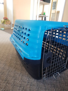 Small pet carrier/ kennel/ cage