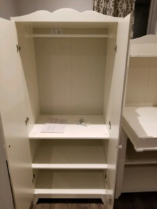 Ikea Hensvik Dresser and baby changing table/table a langer ikea