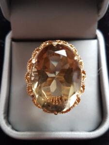 VINTAGE BLING !!!  Ladies 14Kt Gold / Smokey Quartz Ring .c1970