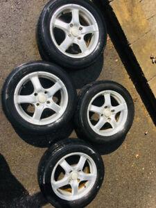 4 Mags et 4 pneus d'été kia spectra en bon état !